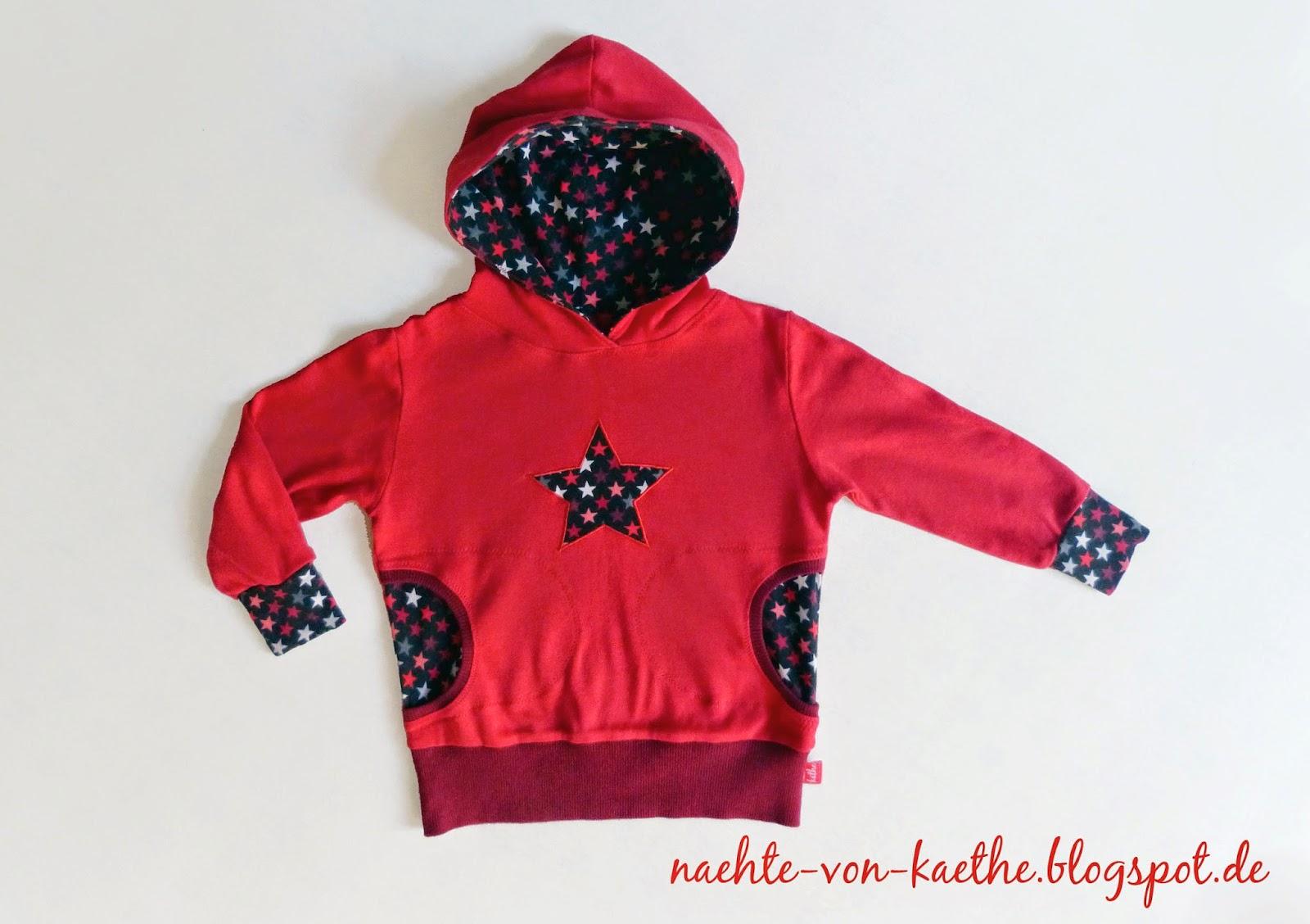 """Hoodie """"Max"""" von dreieMs in rot mit dunklem Sternenjersey und Sternenapplikation auf der Brust"""