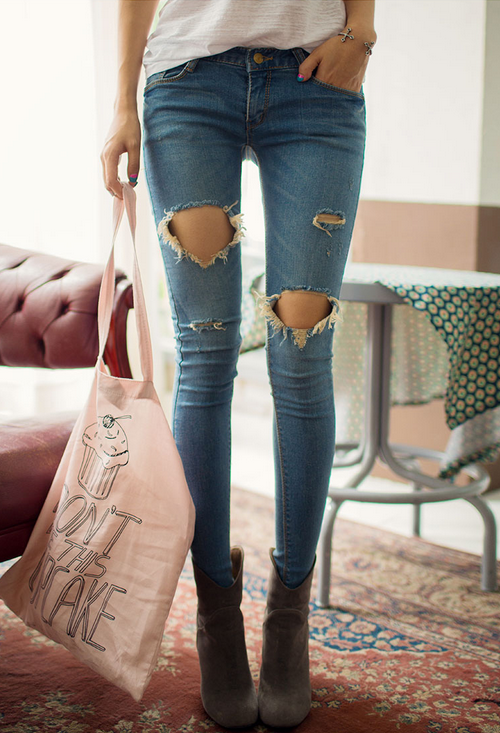 [Chuu] Ripped Hole Skinny Jeans   KSTYLICK - Latest Korean Fashion   K-Pop Styles   Fashion Blog