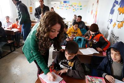 Guru Mengajari Siswa