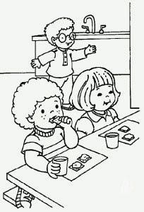 Colorear niños en el comedor de la escuela