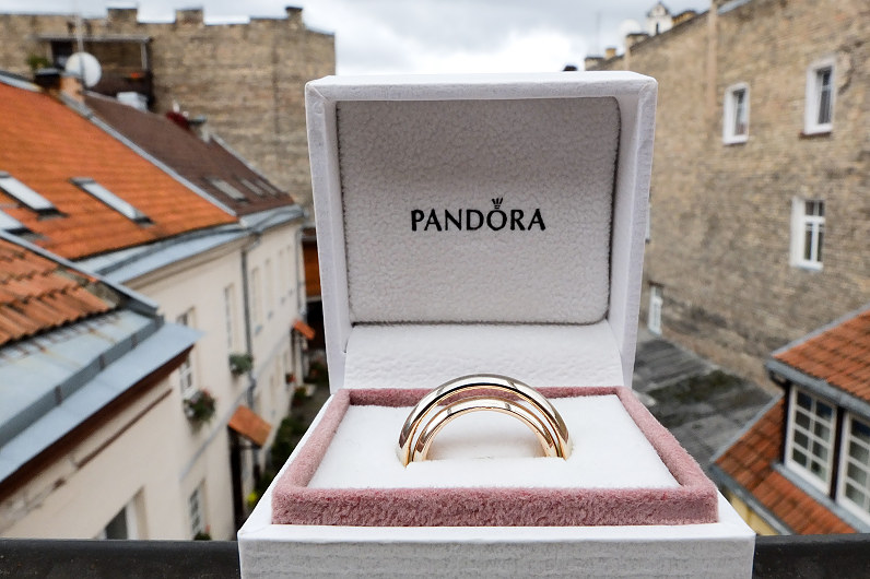 vestuviniai žiedai Pandora