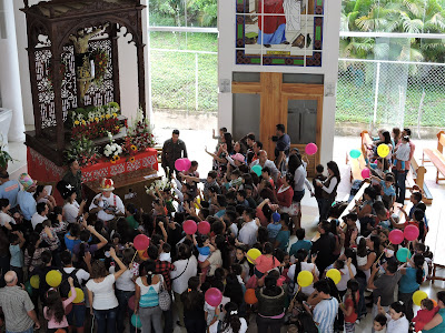 CúcutaNOTICIAS Venezuela | Obispo Moronta presentó a los niños ante el Santo Cristo cucutanoticias.com cucutanoticias1.blogspot.com cucutanoticias.blogspot.com