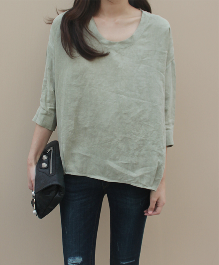 Oversized moss green top, Balenciaga clutch, simplicity, minimalism, perfect style, effortless