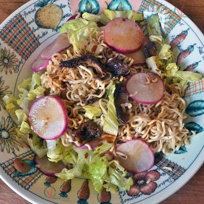 Noodles con rabanitos y shiitake.