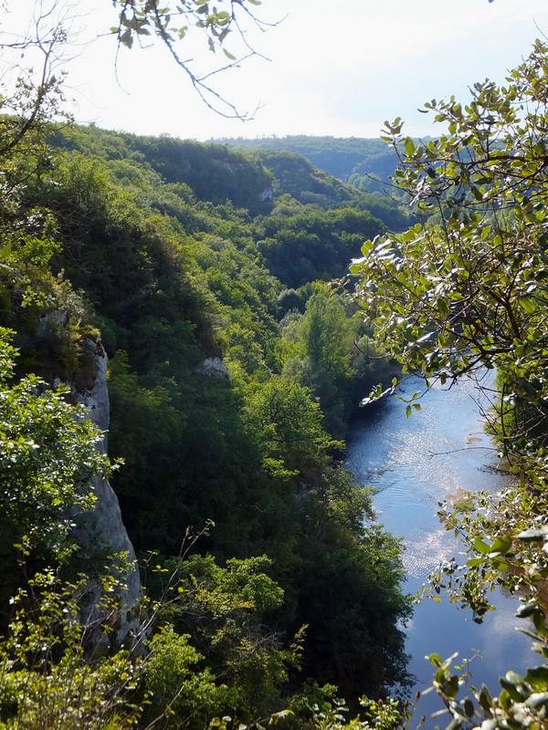 dordogne les eyzies randonnée vézère sept tours