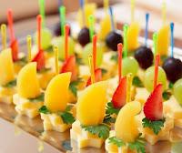 Канапе с ананасами и сыром