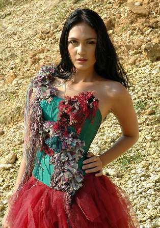 Luna Maya Sexy dan Hot Artis Indonesia