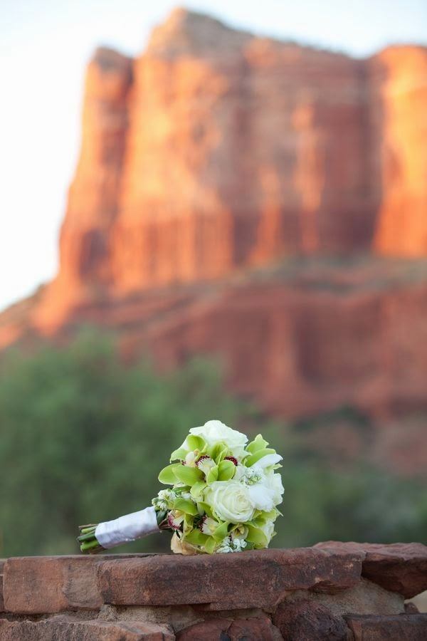 http://fabyoubliss.com/2013/02/06/an-amazing-sedona-wedding-at-poco-diablo-resort/