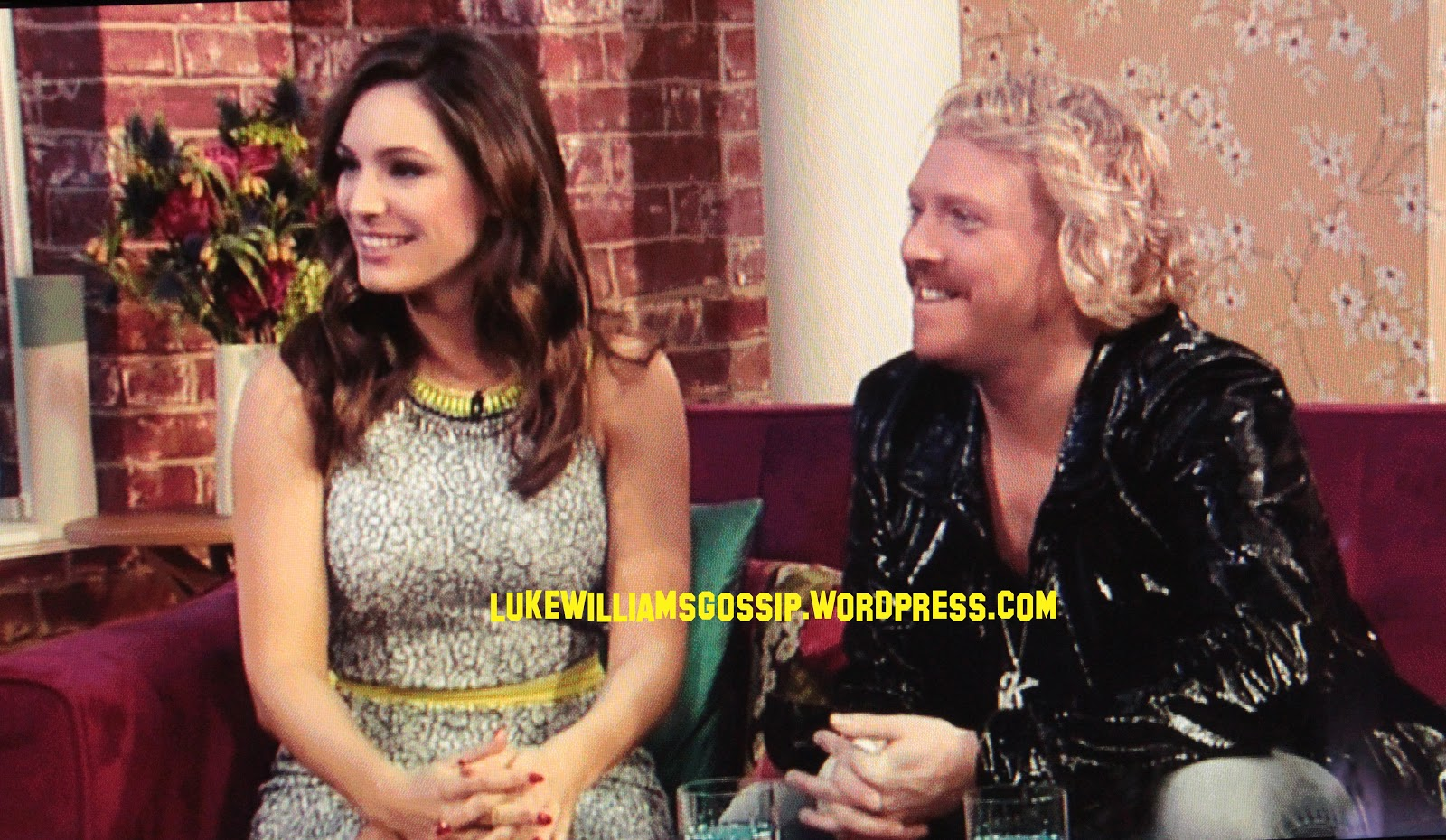 http://4.bp.blogspot.com/-SqkWSkIkUME/US-QcUT-yOI/AAAAAAAAgKs/t5-eW-ga5sw/s1600/Holly+Willoughby+Accepts+That+She+No+Longer+Has+The+Biggest+Boobs+On+Celebrity+Juice+As+Kelly+Brook+Takes+Over++As+She+Appears+On+This+Morning.JPG