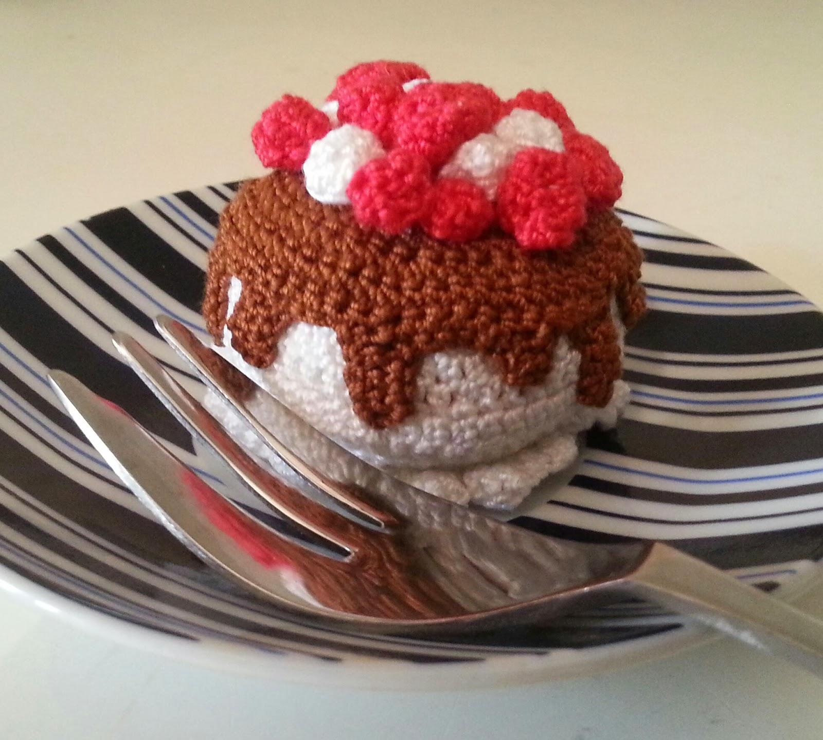 TUTORIAL - AMIGURUMI CAKE - Trionfo di panna e cioccolato