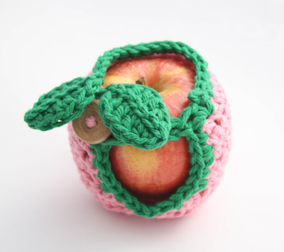 Apple Cozy free crochet pattern photo tutorial lunch school gift cover healthy