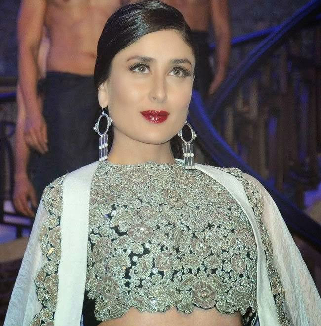 Kareena Kapoor At Lakme Fashion Week 2015 Pics
