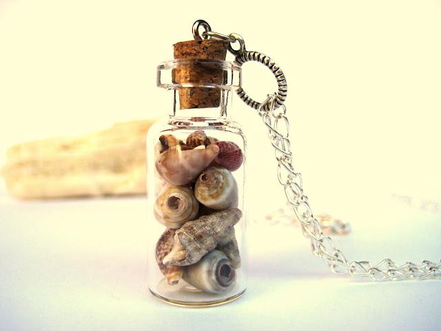 collar-con-vial-conchas-de-mar