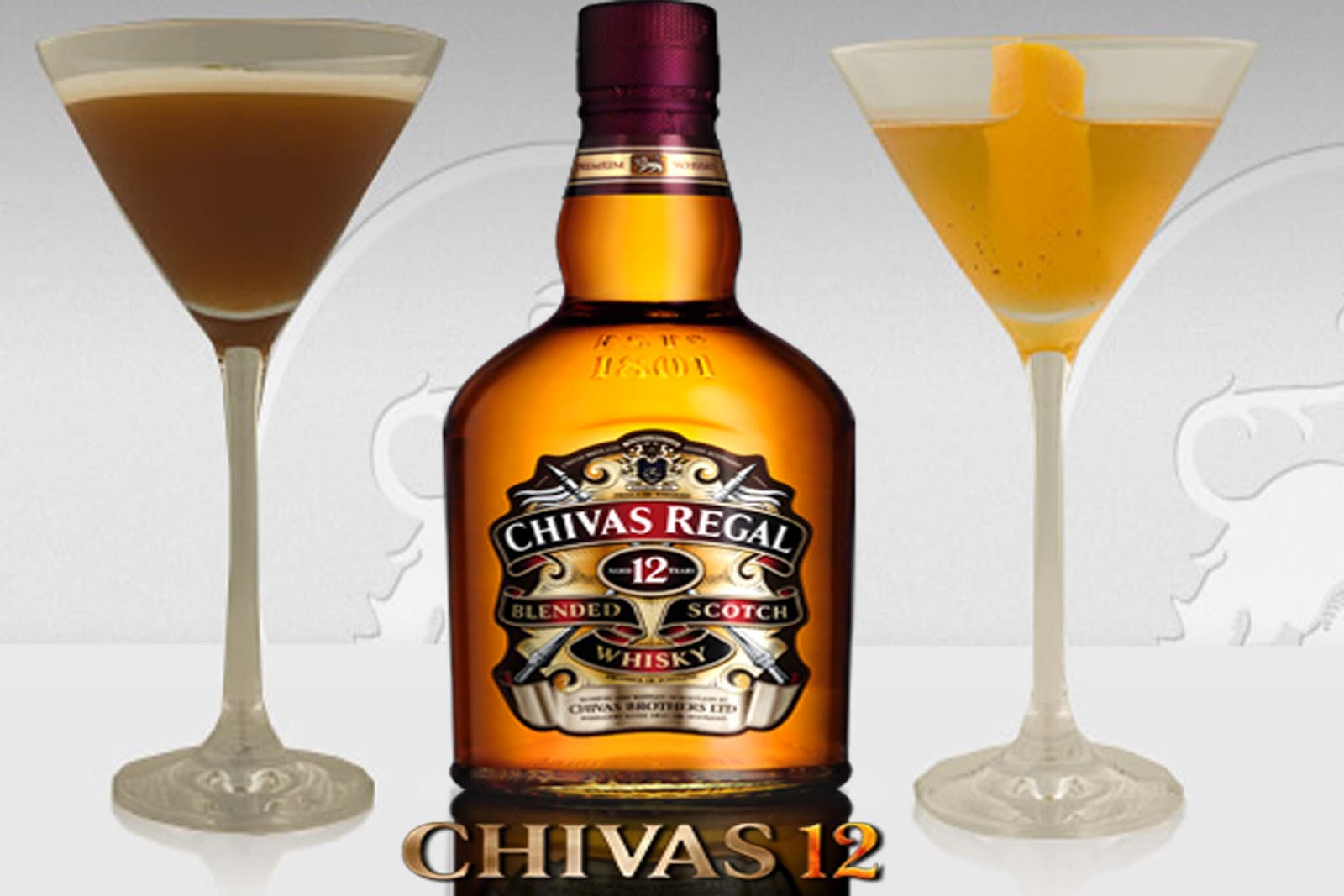 Whisky chivas 12 a os y 2 cocktails en copa martini for Copas para whisky