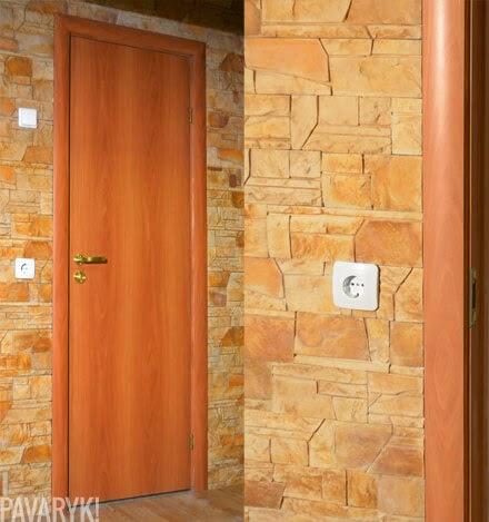 Dekoratyvinis akmuo aplink duris