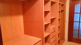 Interior de armario con madera de haya.