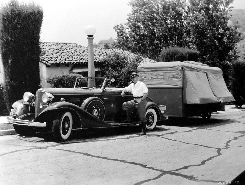 standing-cadillac-v12-trailer_opt.jpg