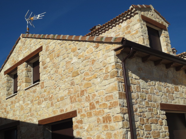 El talon sierte construcci n en segovia abril 2012 - Construccion casas de piedra ...