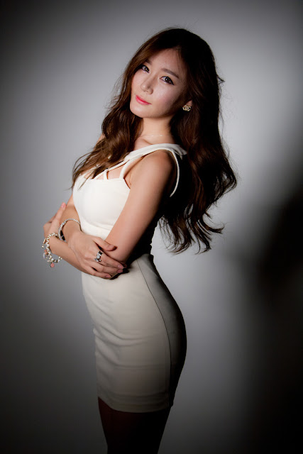 Han Ji Eun in Cream Mini Dress