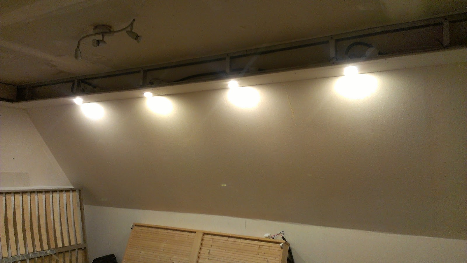 Coffrage plafond led ki49 jornalagora for Fabriquer un faux plafond