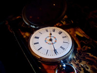 AMAZING ANTIQUE SOLID SILVER POCKET WATCH WORKING. BEAUTIFUL PIECE