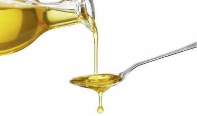 Memanfaatkan minyak zaitun untuk atasi rambut kering 2154789