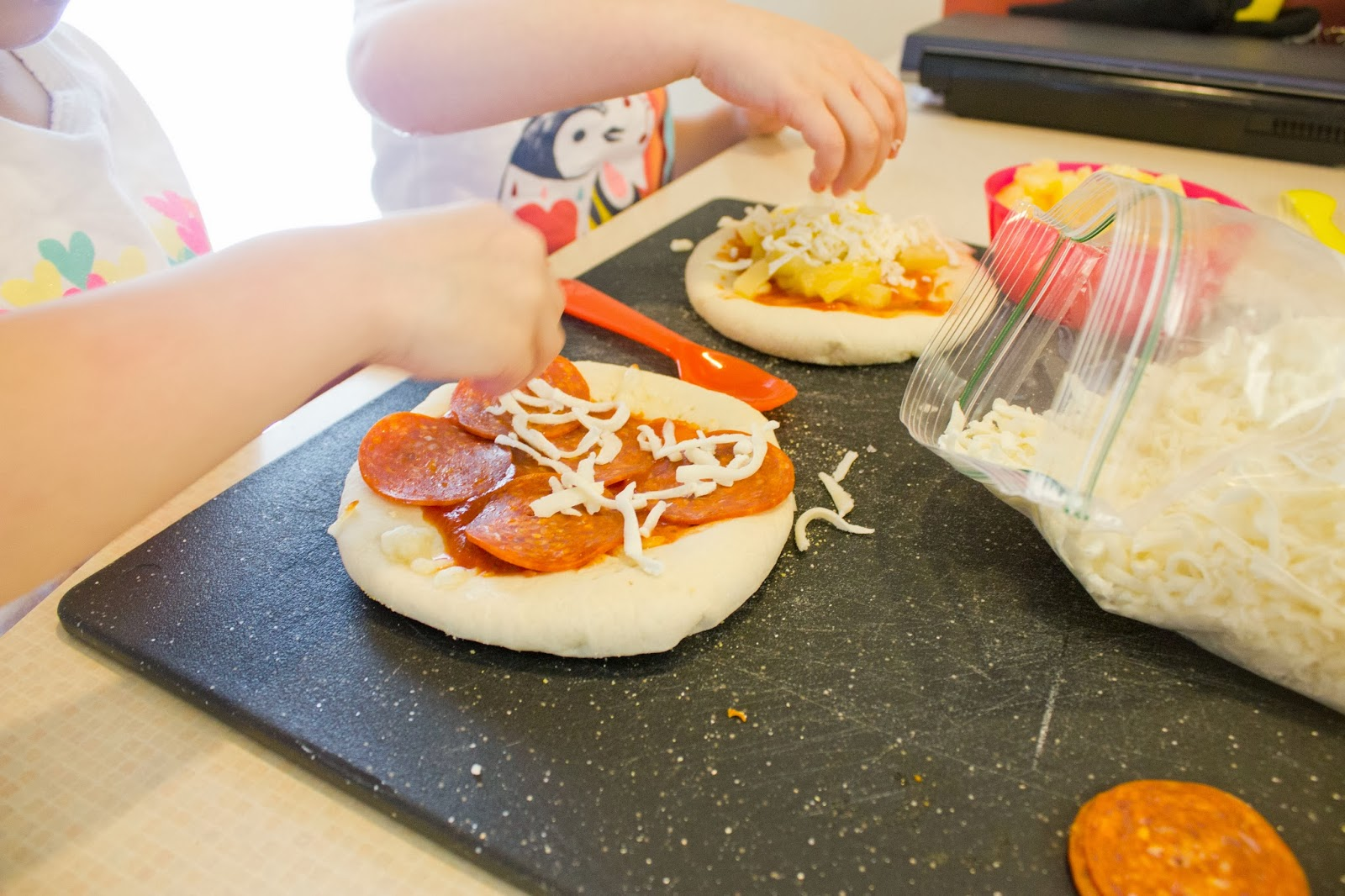 Mini Pizzas // hillmade.blogspot.com // A fun way to get kids involved in the kitchen!