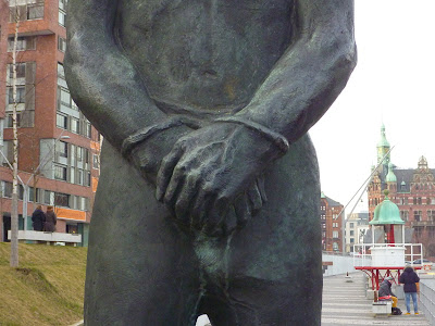 Sculpture of handcuffed Claas Störtebecker (HafenCity, Hamburg)