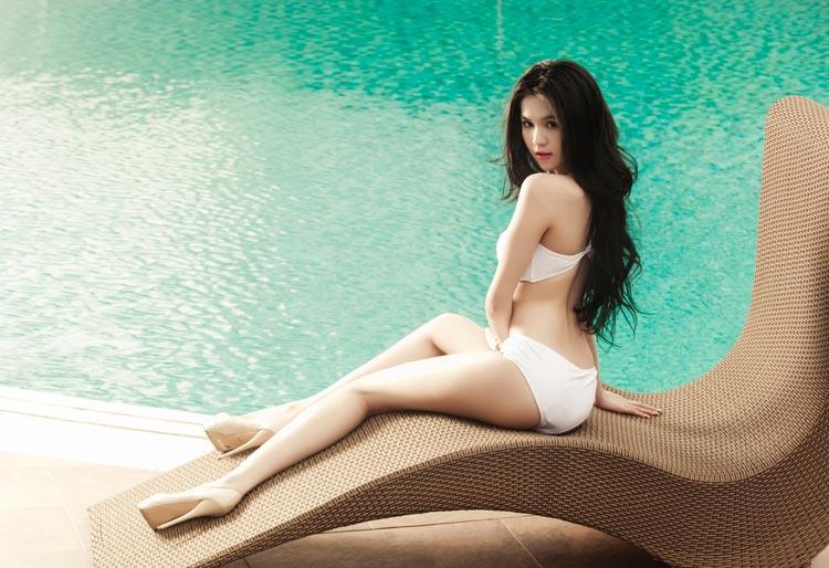 Ngoc Trinh Sexy At Pool VietNamese Bikini Model