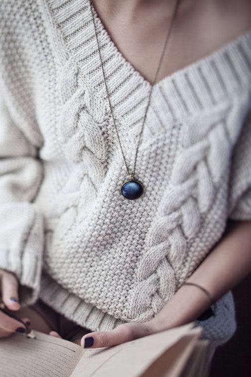 White Cute And Simple Sweater