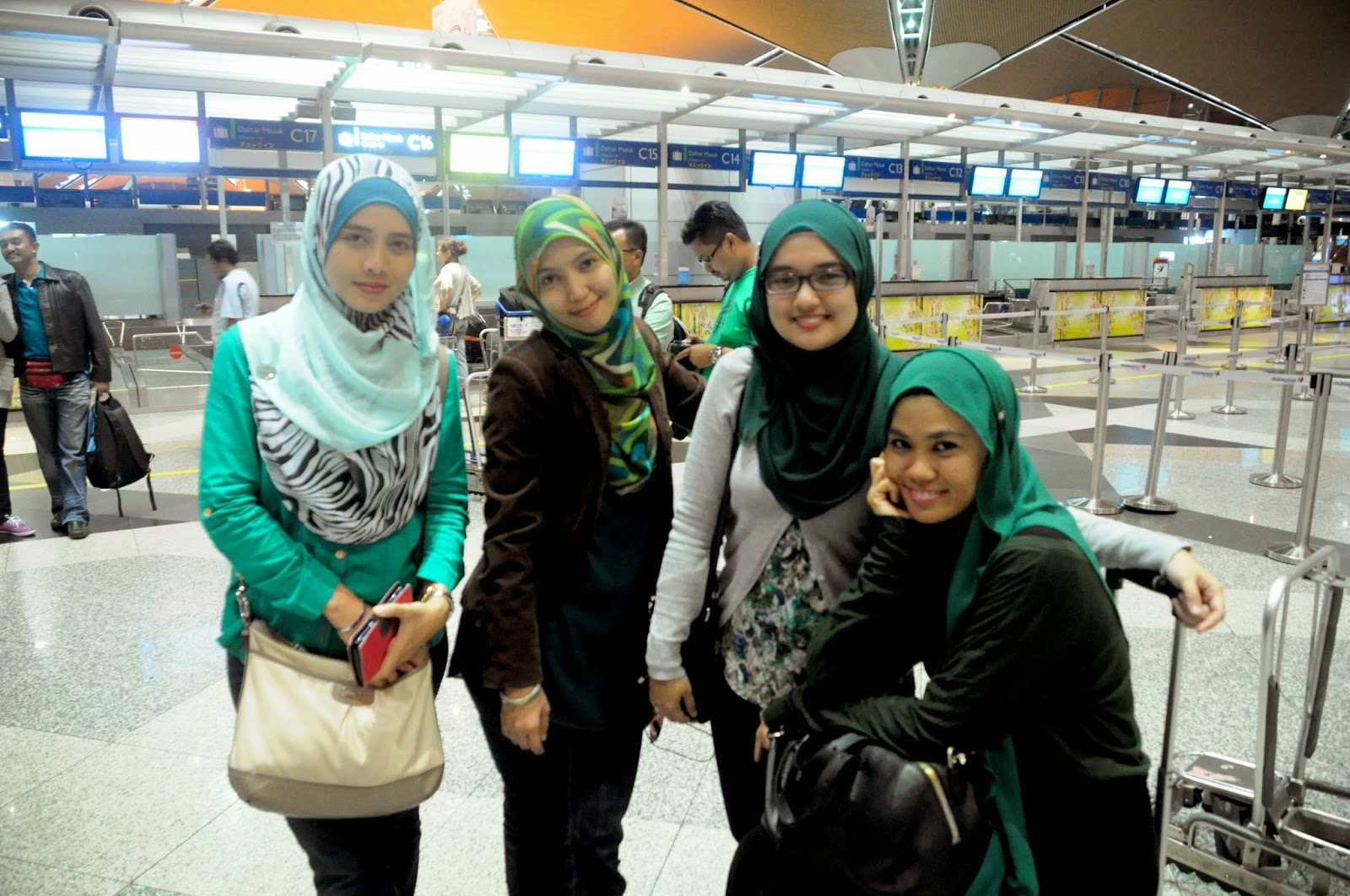 mewith olyn,jun and aini at KLIA before checked in