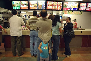 funny pics: meanwhile at mcdonalds