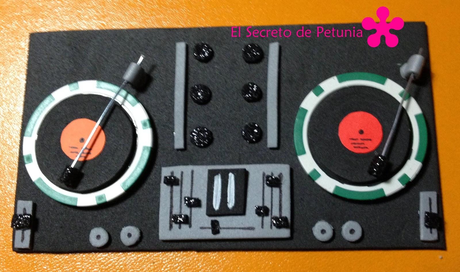Accesorios para un fofucho dj el secreto de petunia for Mesa de mezclas dj