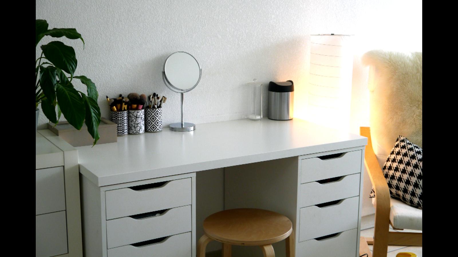 Makeup desk area alice esmeralda - Mobilier de bureau ikea ...