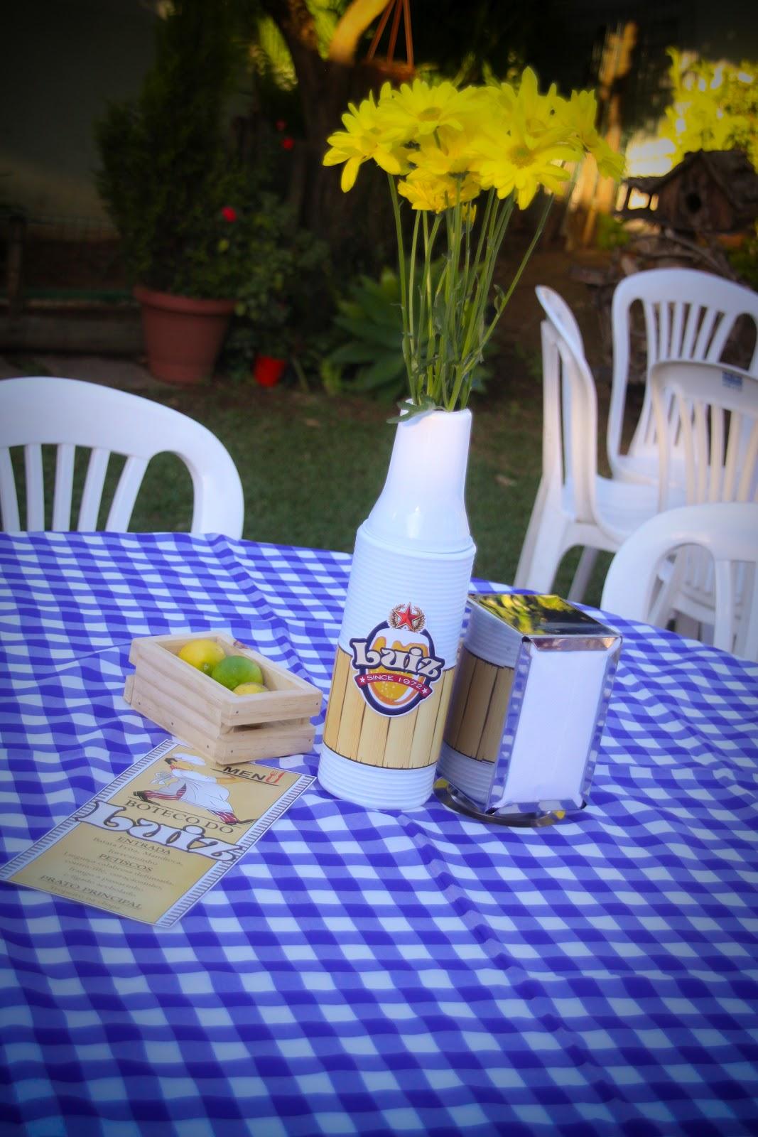decoracao de mesa boteco : decoracao de mesa boteco:mesa do boteco com cardápio. centro de mesa de porta garrafa, porta