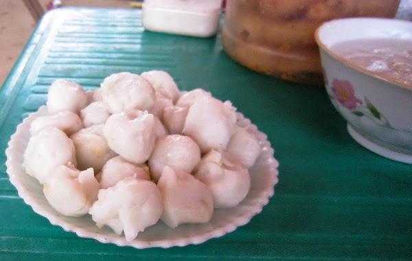 Se Porridge and Hon Cake in Hương Cảnh (Cháo Se và Bánh Hòn Hương Cảnh)