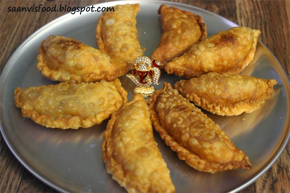 Kajjikayalu/Andhra Sweet Dumplings