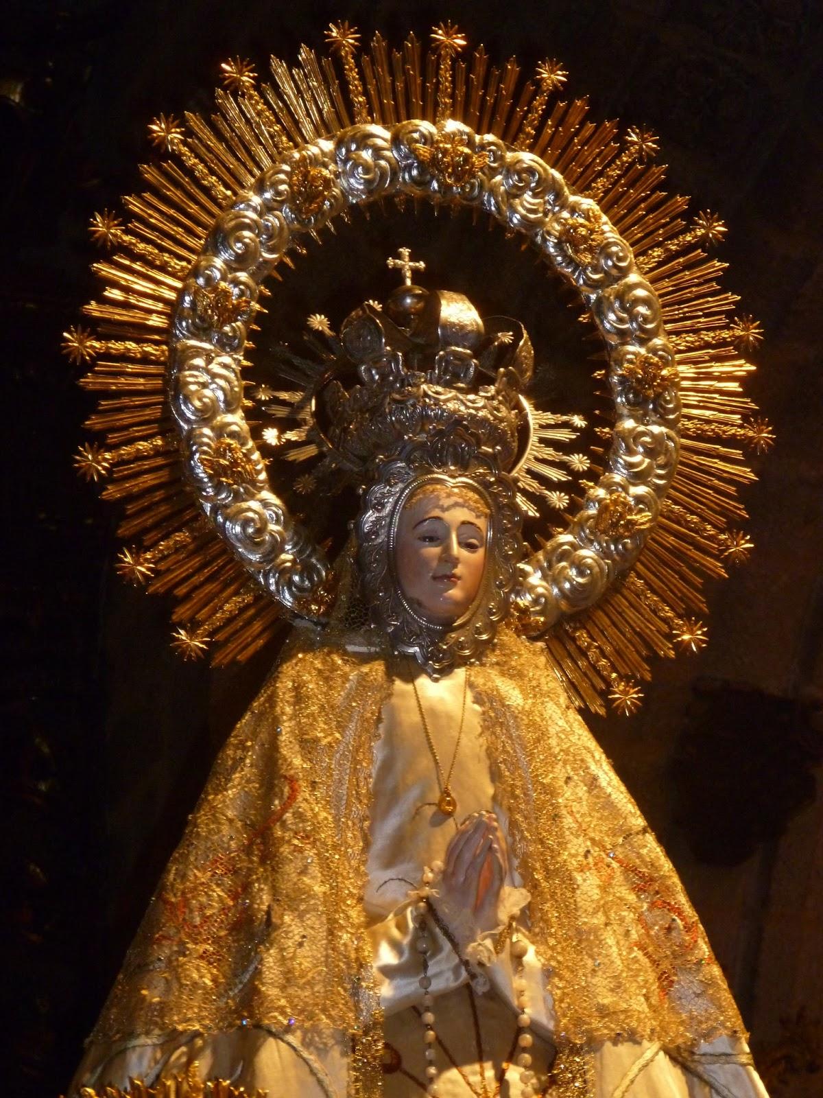 Noche Virgen bailando