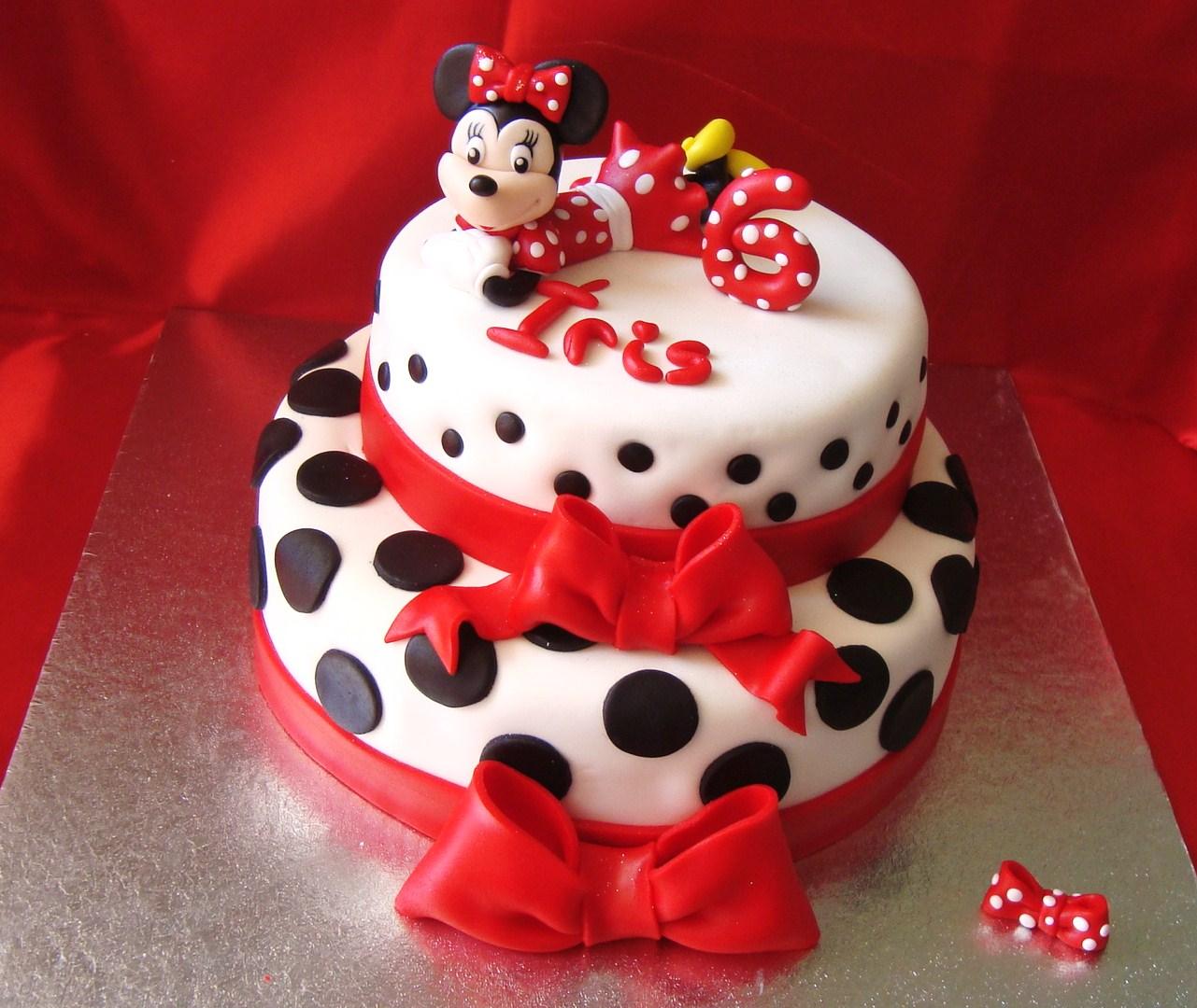 Bolo Minnie Mouse Em Tons Vermelho