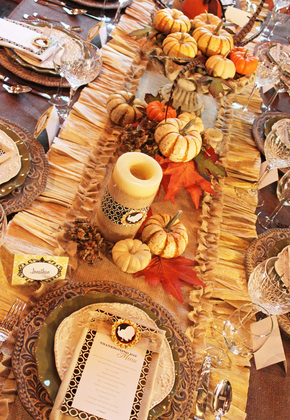 amanda 39 s parties to go thanksgiving dinner tablescape. Black Bedroom Furniture Sets. Home Design Ideas
