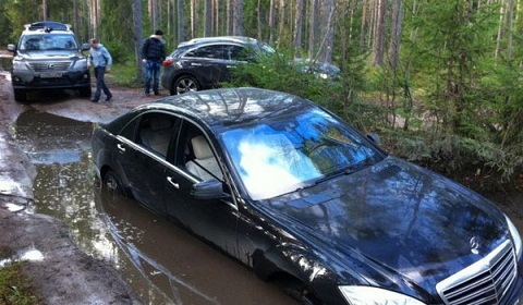 Mercedes S600 In Sticky Situation