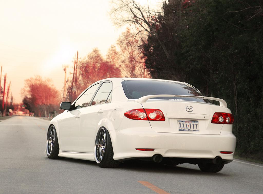 Mazda 6, piękne samochody, ciekawy design, japońskie sedany, JDM, zdjęcia, biała, tył, jak wygląda