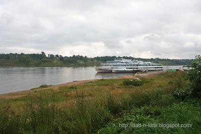 пароход на пристани в Тутаеве