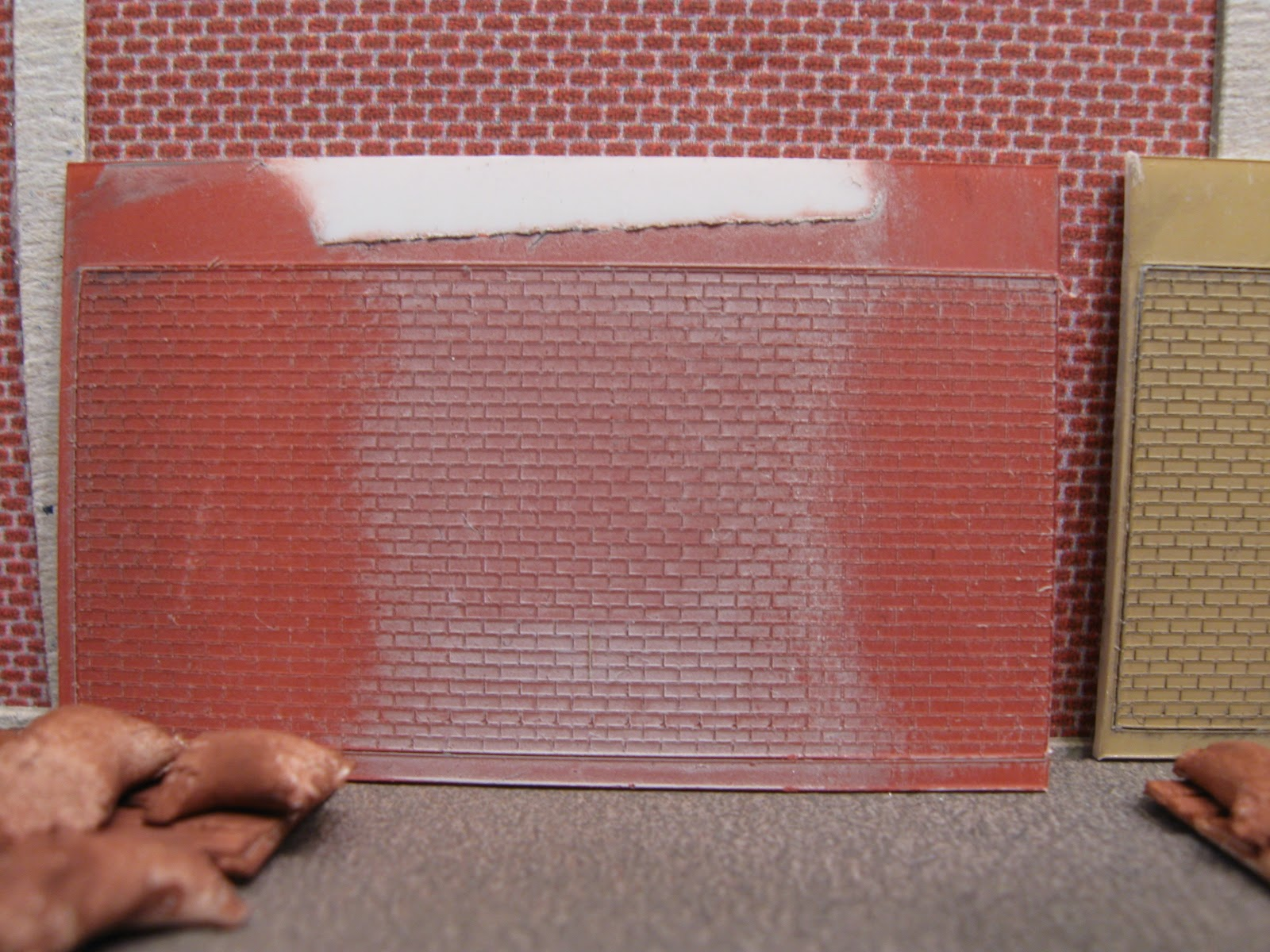 Video logboek van modelbaan - Grijze en rode muur ...