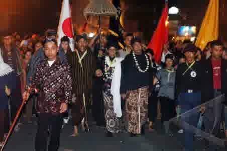 Lampah Bisu Mubeng Beteng Kraton Yogyakarta