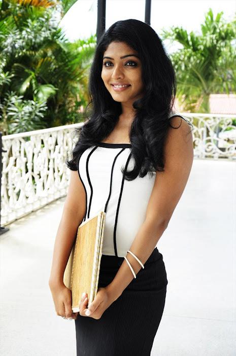 rima kallingal from yuvan yuvathi movie cute stills