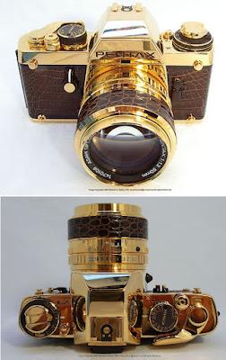 Kamera berbahan emas