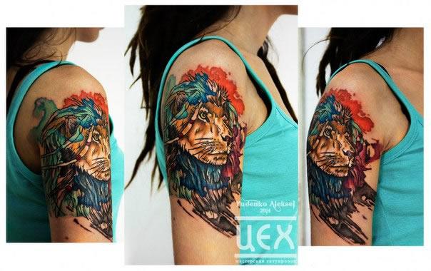 tatuagens femininas na parte externa do braço desenho leão