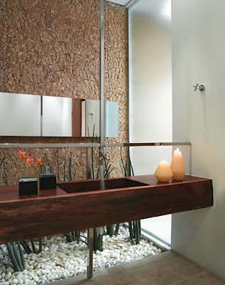 pedras revestimento de parede no banheiro