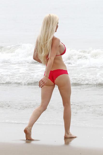 Heidi Montag body curves in a hot red bikini
